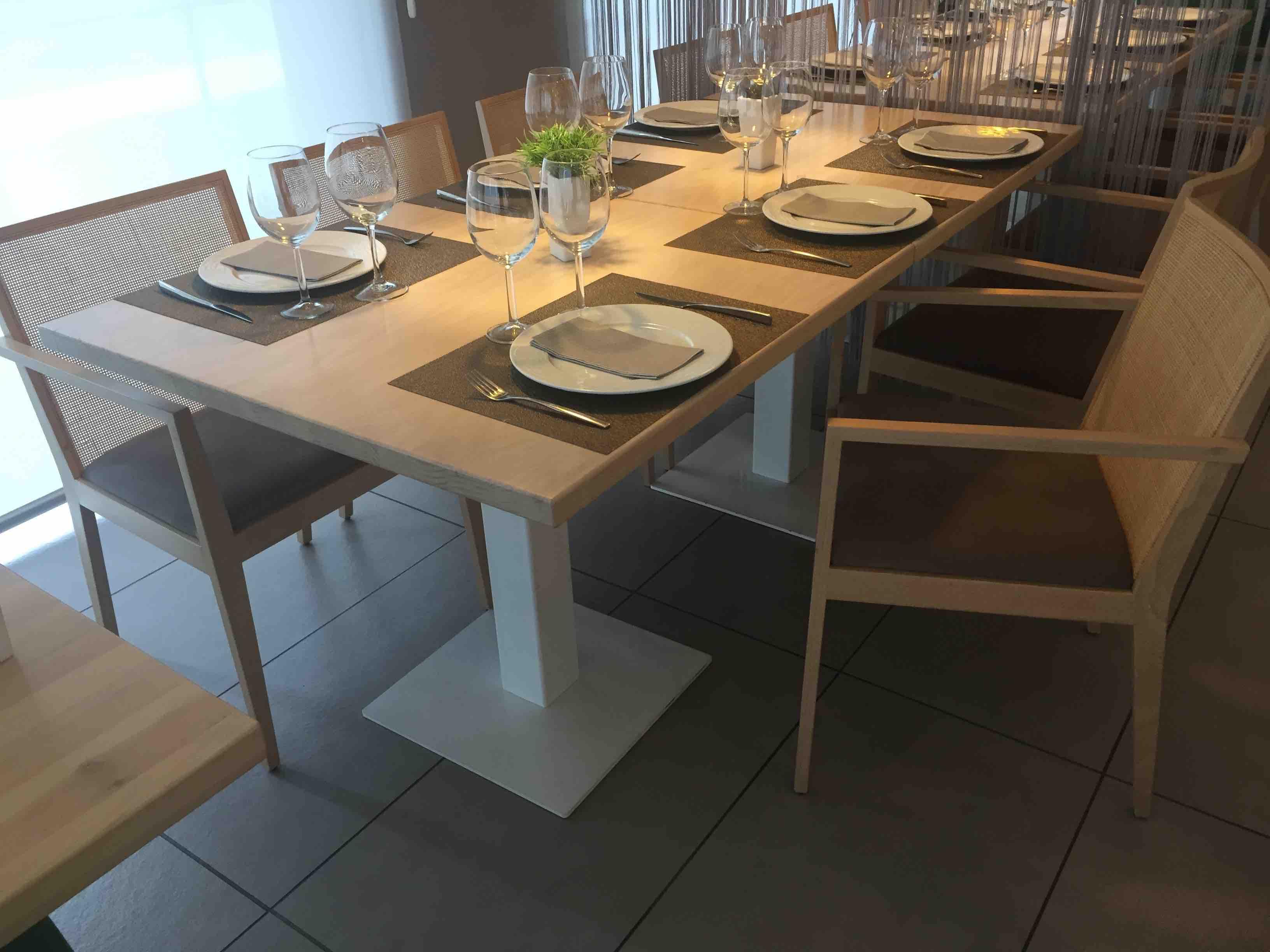 Pie de mesa cuadrada Ginebra. Mobiliario interior hostelería.