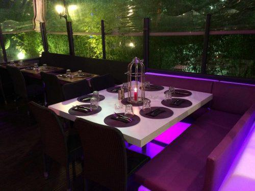 Pie de mesa central rectangular. Mobiliario interior para hostelería.