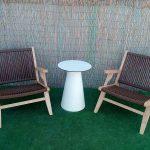 Mesita balconera con sillones madera trenzados
