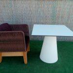 Butaca madera trenzada con mesa cono